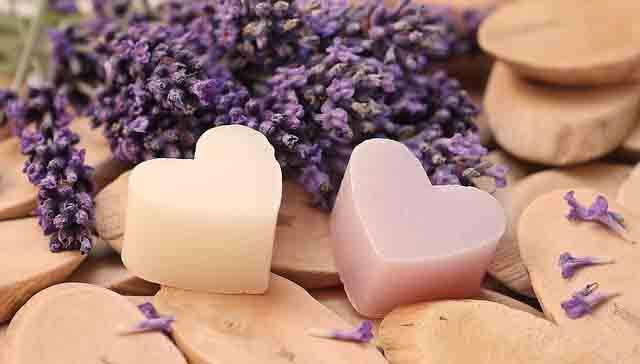 Lavendel und Herzkerzen